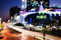 M B K Shopping centter in de schemering van Bangkok Stock Afbeeldingen