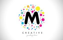 M Bubble Dots Letter Logo Design avec les bulles colorées créatives Images stock