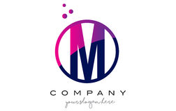 M Circle Letter Logo Design avec Dots Bubbles pourpre Photos libres de droits