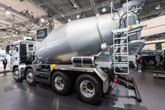 MĘŻCZYZNA Betonowego melanżeru ciężarówka Zdjęcia Stock