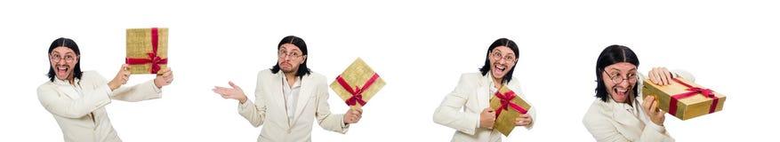 M??czyzna z giftbox odizolowywaj?cym na bielu zdjęcia royalty free