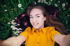 M?dchen, das selfie macht lizenzfreies stockbild