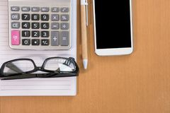 mądrze telefon, kalkulator, ballpoint pióro, pusty notatnik, eyeglass Obraz Stock