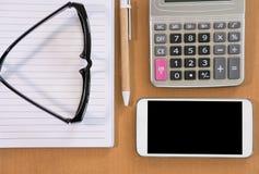 mądrze telefon, kalkulator, ballpoint pióro, pusty notatnik, eyeglass Fotografia Royalty Free