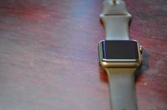Mądrze zegarek na biurku zdjęcia stock