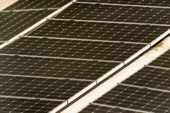 M?dulos solares para gerar a corrente el?trica da luz do sol, efeito abstrato fotografia de stock royalty free