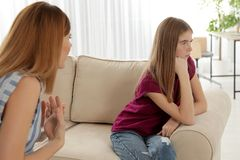 M?e que discute sua filha do adolescente fotografia de stock