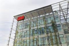 3M företagslogo på högkvarterbyggande Arkivfoton