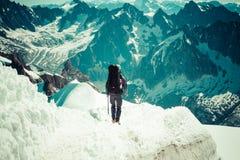 810 m (15 frankreich - Touristen, die u klettern Lizenzfreie Stockfotos