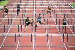 100 M.-Hürden in Thailand Open-athletischer Meisterschaft 2013. Lizenzfreie Stockbilder