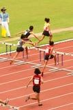 100 M.-Hürden in Thailand Open-athletischer Meisterschaft 2013. Stockbild