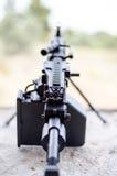 M249 ha messo a fuoco sulla mitragliatrice leggera di minimi di portata fotografia stock libera da diritti