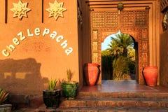 M'hamid, Maroc - 22 février 2016 : Entrée principale d'hôtel de Chez le Pacha en dehors de vue Photographie stock libre de droits