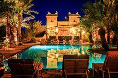 M'hamid, Marokko - Februari 22, 2016: Chez le Pacha hotelpool en bar Royalty-vrije Stock Afbeelding