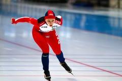 500 M hastighet som åker skridskor kvinnan Arkivfoto