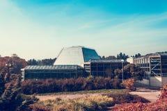 M Jardim botânico nacional de Hryshko, Kyiv Ucrânia Jardim botânico no tempo do outono, vista à estufa principal Estufa em Kiev imagens de stock