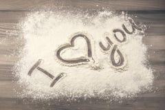 Mąka na stole z tekstem KOCHAM CIEBIE Obraz Stock