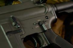 M16 karabinu maszynowego ogienia selekcjonera zmiana fotografia stock