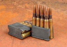 M1 klemmen en munitie Stock Afbeeldingen