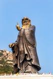 36m lang Lao Tze standbeeld in Tai Qing Gong Temple in Laoshan-Berg, Qingdao Stock Foto's