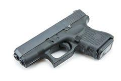 9m m automáticos pistola de la arma de mano en el fondo blanco Imagen de archivo