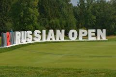 M2M rosjanin Otwarty podpisuje wewnątrz Tseleevo kija golfowego Zdjęcia Royalty Free