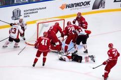 M Mineyev 51 fallen unten Stockbilder