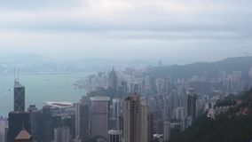 M modernoffice drapacz chmur w dużym miasto widoku od Wiktoria i budynek osiągamy szczyt Widok?w z lotu ptaka biznesowi budynki w zdjęcie wideo