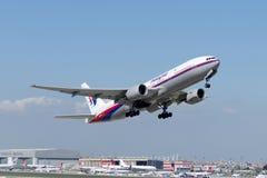 9M-MRA Malaysia Airlines Боинг 777-2H6ER Стоковое Изображение RF