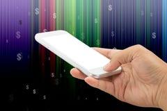 M?o que guarda o telefone esperto com d?lar em linhas abstratas fundo do efeito imagens de stock