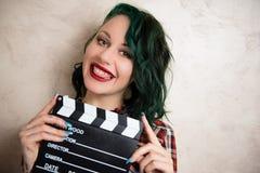 Młoda alternatywna dziewczyny twarz z filmu clapper Obraz Stock