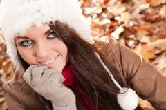 Młoda atractive dziewczyna w jesieni Obrazy Royalty Free