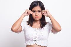 M?oda Azjatycka kobieta smutna i p?acz fotografia royalty free