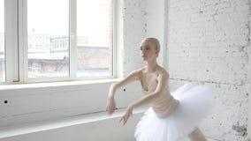 Młoda balerina w balet klasie zbiory
