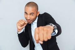 Młoda biznesmen pozycja w bokser pozyci Zdjęcia Stock
