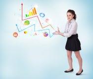 Młoda biznesowa kobieta przedstawia kolorowe mapy i diagramy Fotografia Stock