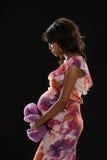 Młoda Czarna Oczekuje kobieta Zdjęcie Royalty Free