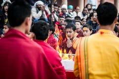 Młoda dewotka przy Parmath Niketan Ashram Ganga Aarti Rishikesh, India (,) Zdjęcia Royalty Free