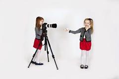 Młoda dziewczyna fotograf Zdjęcia Stock