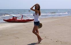 Młoda dziewczyna na wakacje Zdjęcia Royalty Free