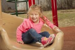 Młoda dziewczyna przy parkiem Zdjęcia Royalty Free