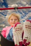 Młoda dziewczyna przy parkowym chlaniem Obrazy Royalty Free