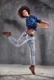Młoda dziewczyna taniec, skacze Zdjęcie Royalty Free