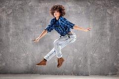 Młoda dziewczyna taniec, skacze Obrazy Stock