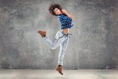 Młoda dziewczyna taniec, skacze Fotografia Stock