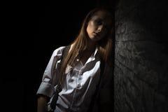 Młoda dziewczyna w koszula z suspenders Obraz Stock