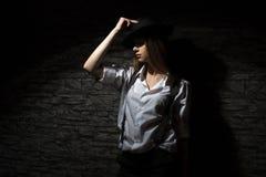 Młoda dziewczyna w koszula z suspenders Zdjęcia Stock