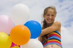 Młoda dziewczyna z balonami Zdjęcia Royalty Free