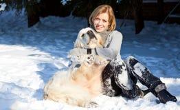 Młoda kobieta i jej pies Zdjęcia Stock
