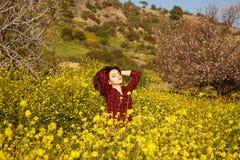 Młoda kobieta i kwiaty Obraz Stock